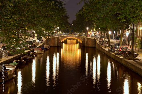 Foto  Amsterdam Triple Bridges at Night