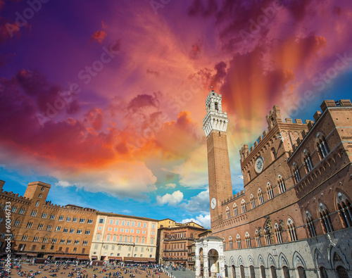 Fotografie, Obraz Wonderful wideangle view of Piazza del Campo in Siena, Italy