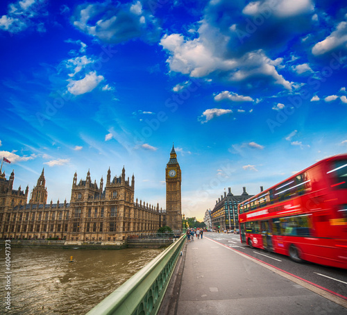 Spoed Foto op Canvas Londen rode bus Westminster Bridge traffic at sunset. Blurred Red Bus crossing t