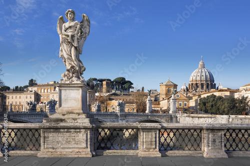 Basilique Saint-pierre de Rome depuis de pont San'Angelo Wallpaper Mural