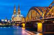 Kölner Dom und Hohenzollernbrücke bei Nacht