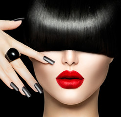 Fototapeta Do fryzjera Beauty Girl Portrait with Trendy Hair style, Makeup and Manicure
