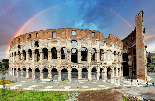 Photo  Colosseum in Rome at sunset
