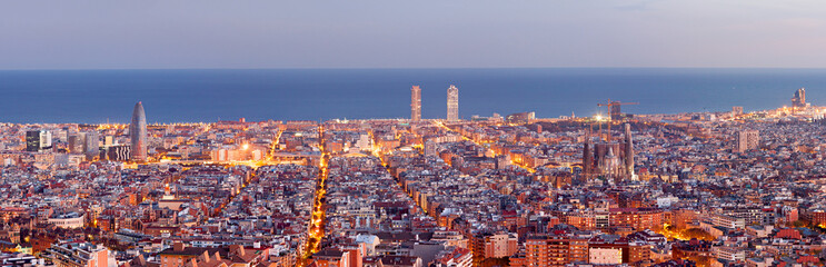 Panel Szklany Barcelona Barcelona skyline panorama at the Blue Hour