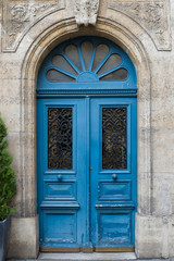 Fototapeta Blue Door in Paris with ornate decoration