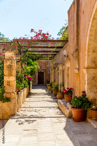 klasztor-w-dolinie-mesara-na-krecie-grecja