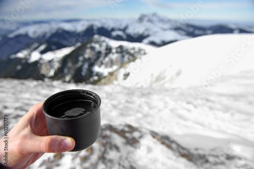 Carta da parati Hot cup of tea on mountain top in winter