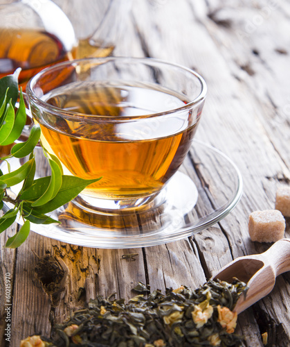Stickers pour porte The Transparent cup of green tea on wooden background
