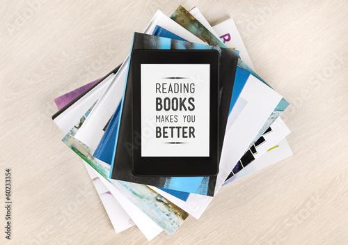 Fotomural Reading books makes you better