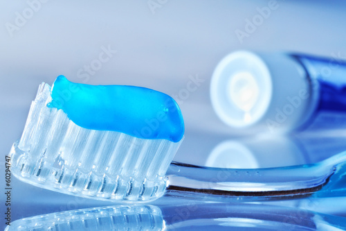 Stampa su Tela toothbrush and toothpaste tube on the table