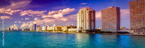 Fotografía Skyscraper at the waterfront