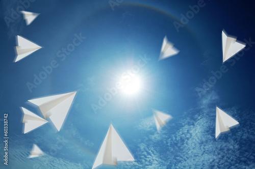 Fotografie, Obraz  紙飛行機と青空と太陽と虹