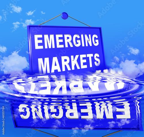 Cuadros en Lienzo emerging markets sea clouds waves