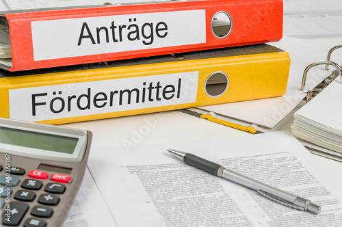Fotografía  Aktenordner mit der Beschriftung Anträge und Fördermittel