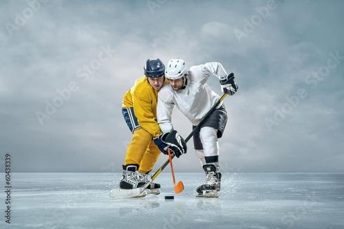 gracze-hokeja-na-lodzie