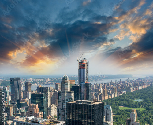 Fotografia Central Park, New York. Sunset aerial view of trees and skyscrap