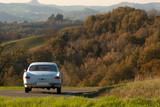 Stary samochód na włoskich wzgórzach - 60484946