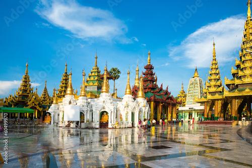 Tableau sur Toile Shwedagon Pagoda in Yangon, Myanmar. Oldest building.