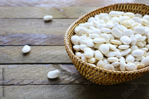 Fototapeta raw white beans in a basket obraz