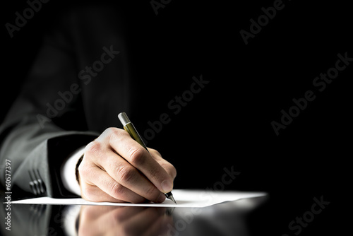 Photo  Businessman signing a document