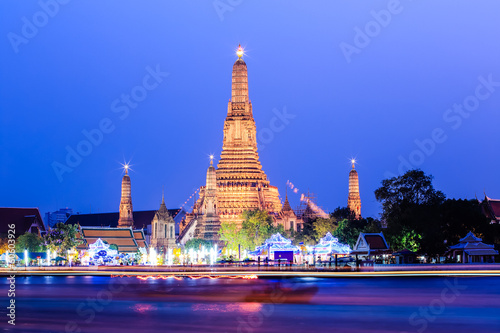 Photo  Wat arun in dusk