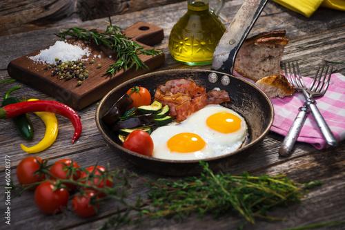 Deurstickers Gebakken Eieren Bacon, eggs and vegetables