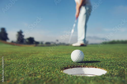 Foto op Aluminium Golf Putting golf man