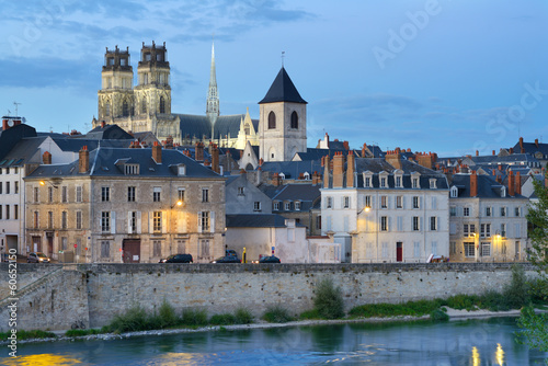 Canvas Print Embankment of Loire river in Orleans, France