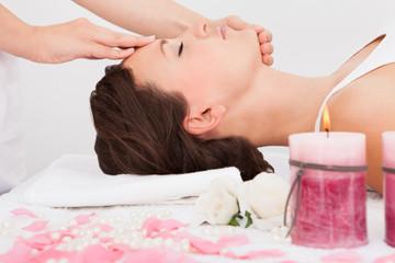 Obraz na płótnie Canvas Woman Getting Massage Treatment