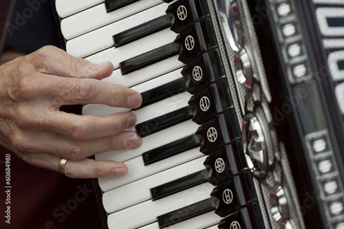 Fotografía  I Play a musical instrument accordion with my fingers.