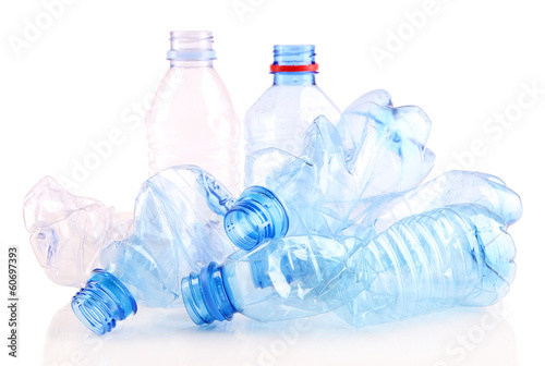 Papiers peints Eau Plastic bottle isolated on white