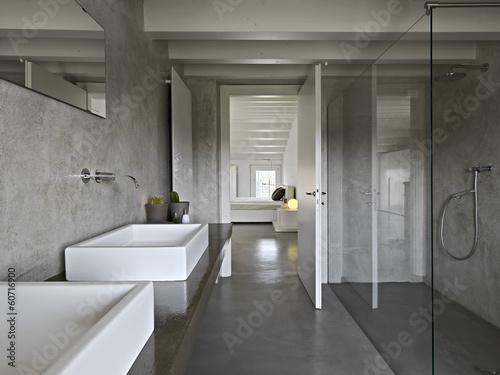 Bagno moderno in mansarda u2013 kaufen sie dieses foto und finden sie