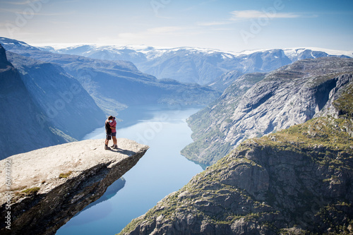 Fotografie, Obraz  couple on trolltunga in norway