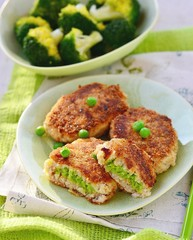 Obraz na Szkle Do baru fish croquette with green pea