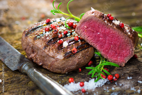 Spoed Foto op Canvas Steakhouse Juicy Fillet Steak with Fresh Herbs