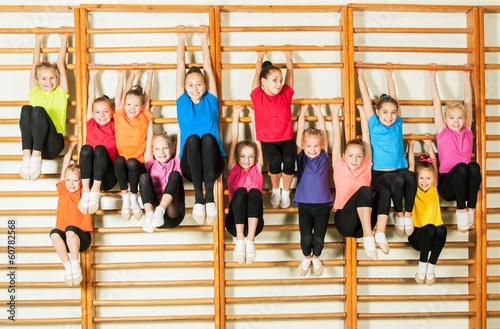 Zdjęcie XXL Szczęśliwi sporty dzieci w gym