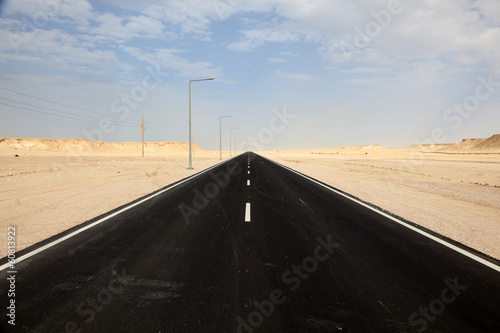Fotobehang Midden Oosten Road through the desert in western Qatar, Middle East