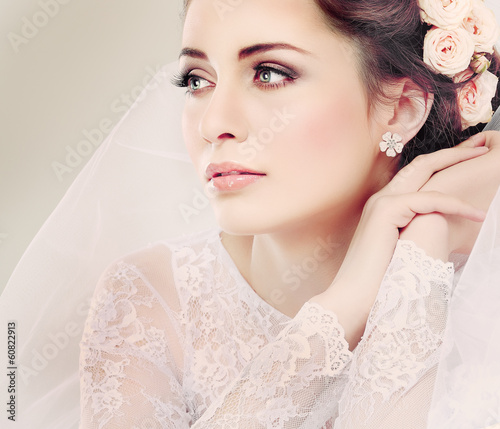 Fotografía  Portrait of beautiful bride. Wedding dress. Wedding decoration
