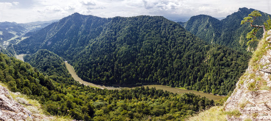Obraz na SzklePanoramic photo of spectacular river canyon in Pieniny, Poland.