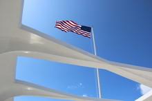 Amerikanische Flagge Am Denkma...