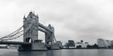 Tower Bridge w czerni i bieli - 60888551