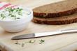 Körner- Malzbrot mit Quark und Gartenkresse