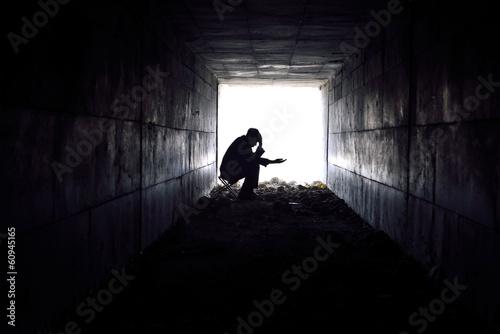 Canvastavla sad man sitting in the tunnel