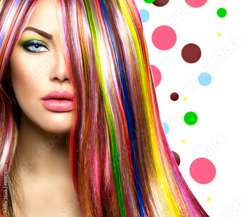 kolorowe-wlosy-i-makijaz-dziewczyna-uroda-moda-model