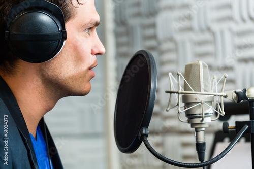 Photo  Sänger oder Musiker bei Aufnahme im Studio