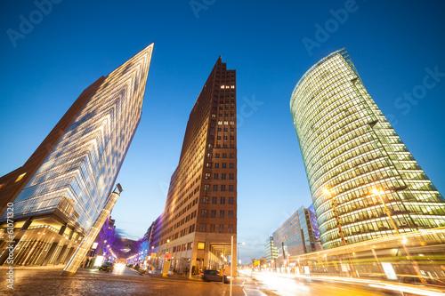 budynki-na-placu-poczdamskiego-wieczorna-pora