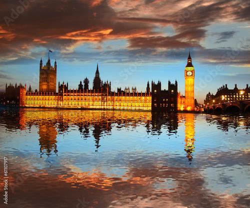 big-ben-wieczorem-londyn-anglia