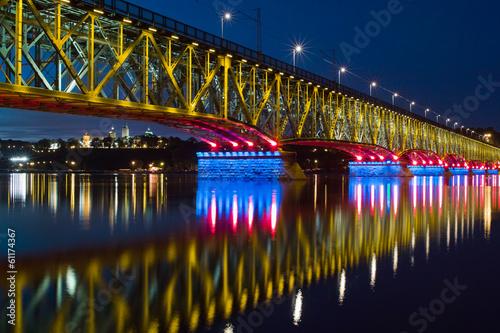 Valokuva  Illuminated bridge and city