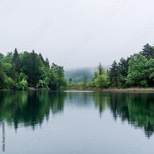 Deurstickers Meer / Vijver Misty lake