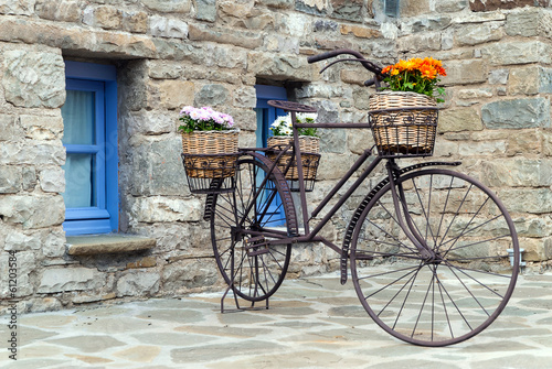 In de dag Fiets Rusty bicycle in front of a traditional house in Epirus, Greece